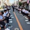 800 Японців вирішили одночасно почистити взуття
