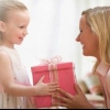 Що подарувати на день матері?