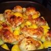 Щоб зготувати курку з картоплею в духовці?