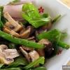 Як готувати салат з грибами і спаржевої квасолею?