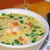 Як готується вершковий суп з куркою?