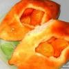Як спекти відкриті пиріжки з абрикосами?