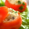 Як приготувати фаршировані жовтками помідори?