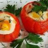 Як приготувати яєчню в помідорах?