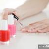 Який процес нанесення лаку на нігті?