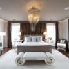 Люстра в спальню (22 фото): атмосфера відпочинку за допомогою світла