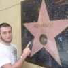 Чому в однієї знаменитості зірка на алеї слави розташована не на тротуарі, а на стіні?